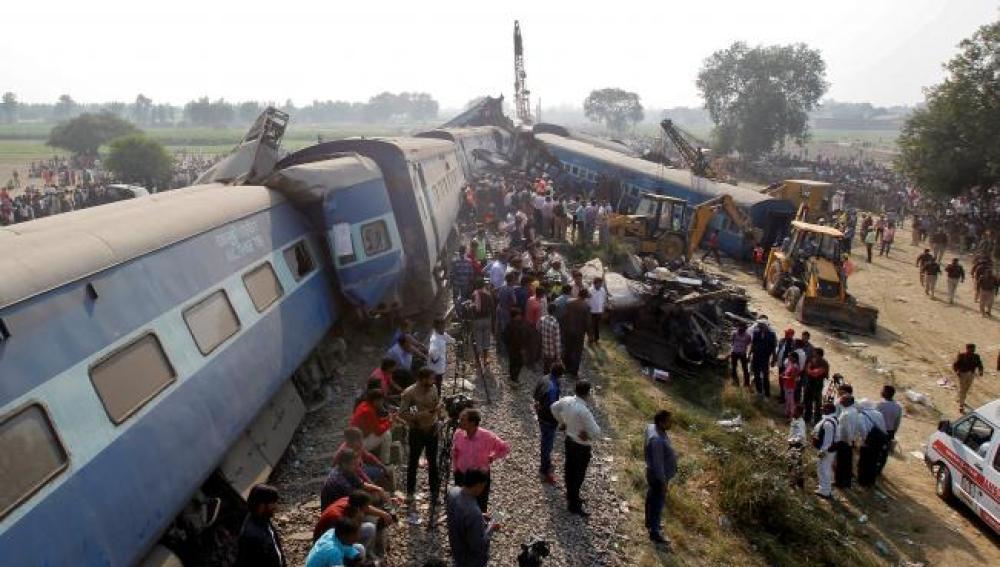 23 muertos y al menos 150 heridos al descarrilar un tren en la India