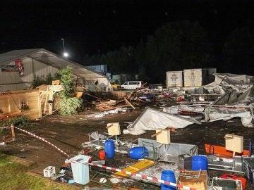 Una tormenta derriba una carpa en una fiesta y provoca dos muertos y 50 heridos