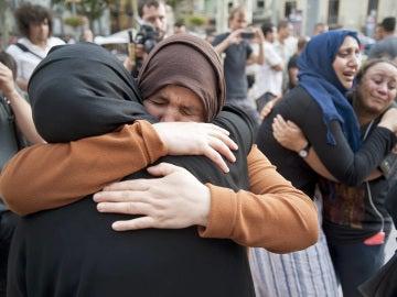 """La madre de Younes Aboyaaqoub pide que su hijo se entregue a la policía y """"vaya a prisión"""""""
