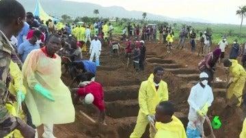 Cientos de personas entierran los cuerpos en Sierra Leona