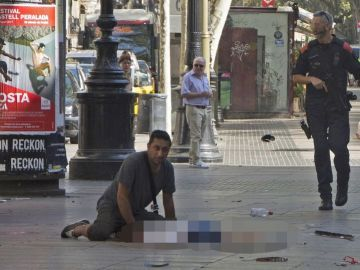 Harry Athwal, el turista británico que no quiso dejar morir solo a un niño en el suelo de La Rambla