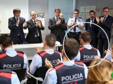 Los Mossos junto al president de la Generalitat