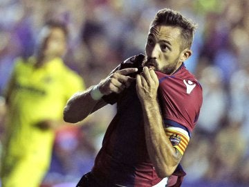 Morales celebra su gol con el Levante