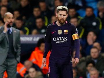 Leo Messi, con Guardiola en segundo plano