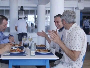 Mikel López Iturriaga entrevista a camareros en El Comidista TV