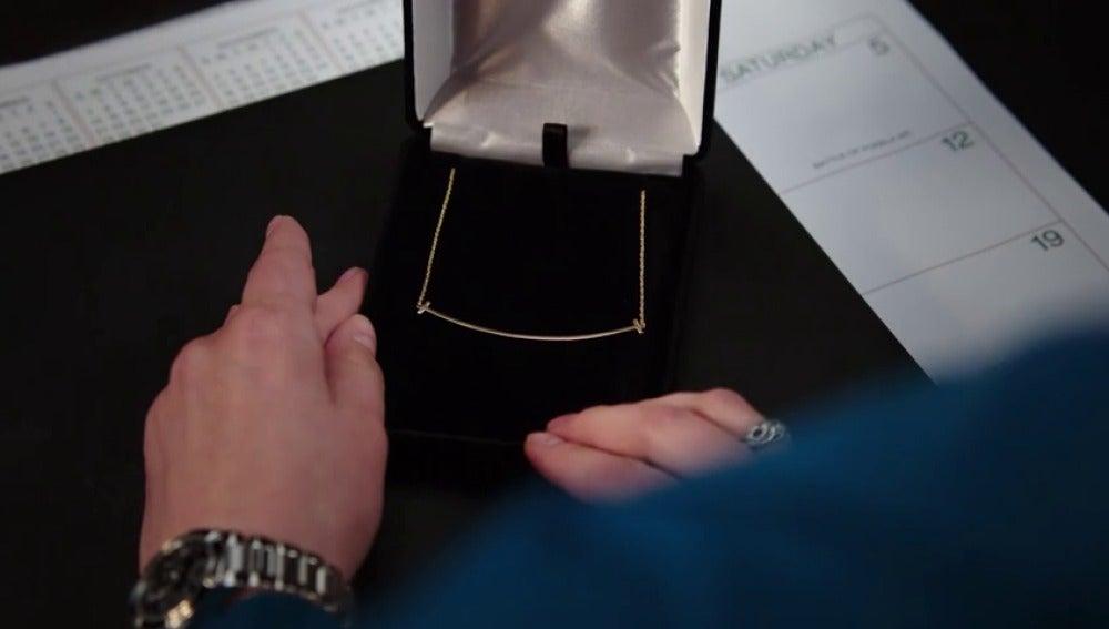 82b01bec510bf BONES - El regalo de Booth que hace sospechar a Brennan de su ...