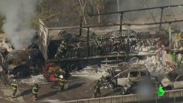 Dos muertos y 20 heridos tras un incendio provocado por un accidente en cadena en São Paulo