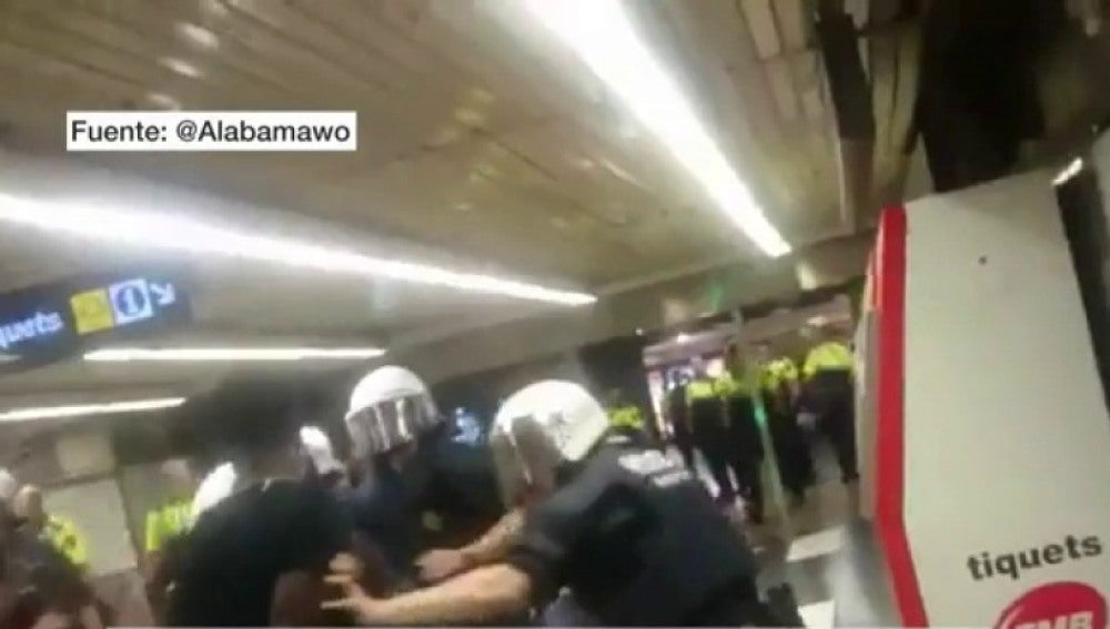 Enfrentamientos entre manteros y Guardia Urbana en Barcelon