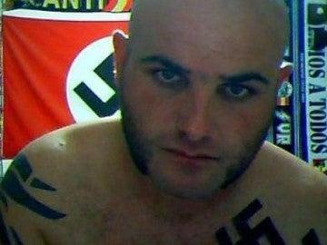 Miguel Antonio Requera, 'El Rambo del Bierzo', rodeado de simbología nazi