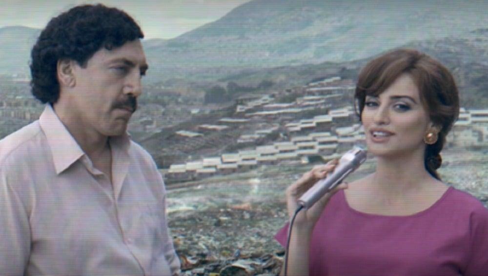 Javier Bardem y Penélope Cruz caracterizados como Pablo Escobar y Virginia Vallejo
