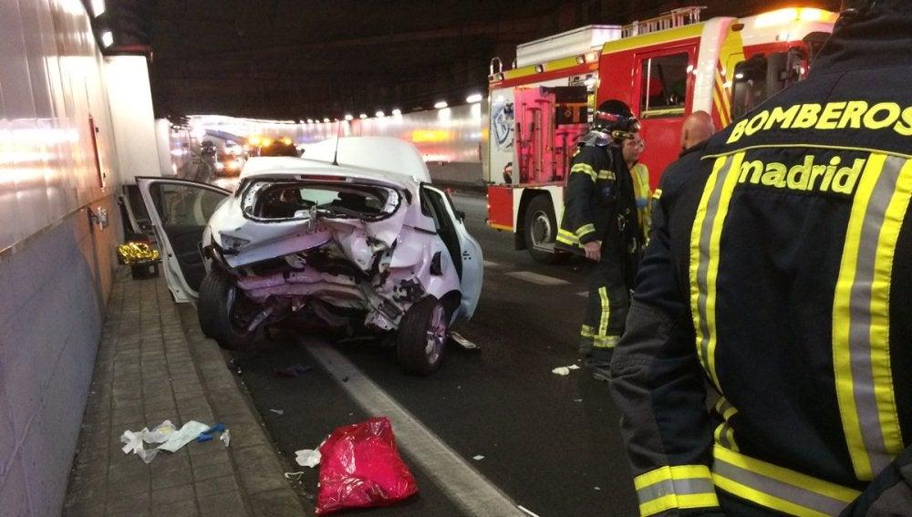 Así ha quedado uno de los coches involucrados en el accidente