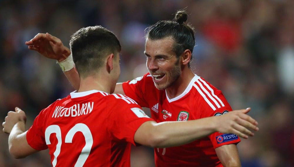 Gareth Bale celebra un gol en la selección de Gales