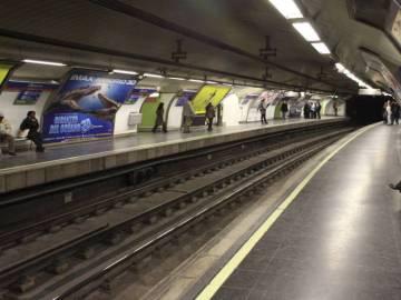 El andén de la estación de metro de Ópera