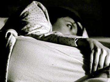 ¿Por qué solemos descansar mal la primera noche que dormimos fuera de casa?