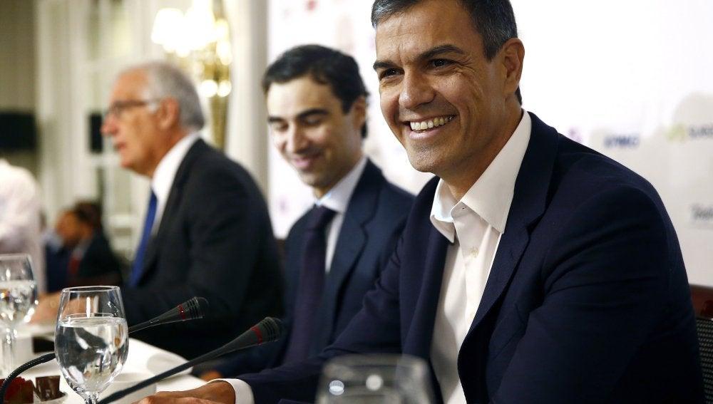 El secretario general del PSOE, Pedro Sánchez, momentos antes de su intervención en un desayuno informativo