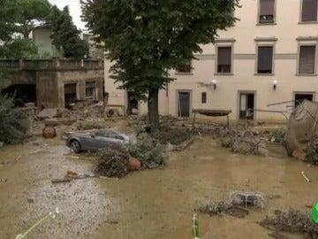 Buscan a los dos desaparecidos en La Toscana tras las inundaciones por el temporal