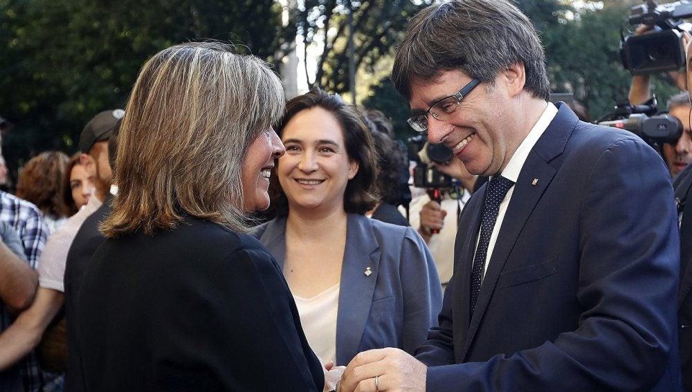 Marín, alcaldesa de Hospitallet, Colau, alcaldesa de Barcelona y Puigdemont, presidente de la Generalitat