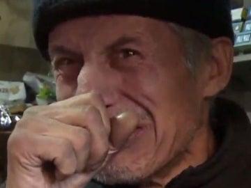 Manuel Meneses, un quiosquero de Santiago de Chile que fue asaltado diez veces