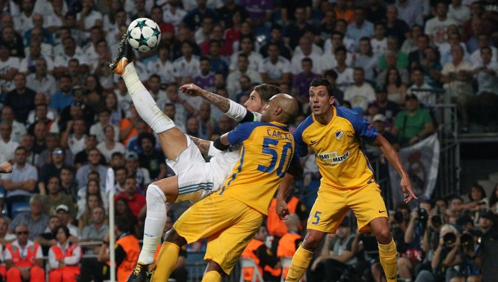 Chilena de Sergio Ramos ante el APOEL