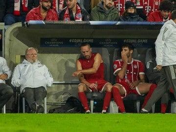 Ribéry, muy enfadado en el banquillo tras ser cambiado