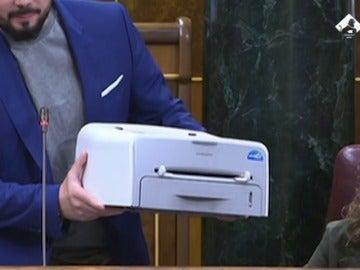 """""""¡Socorro!""""; la impresora de Gabriel Rufián pide ayuda en el Congreso"""