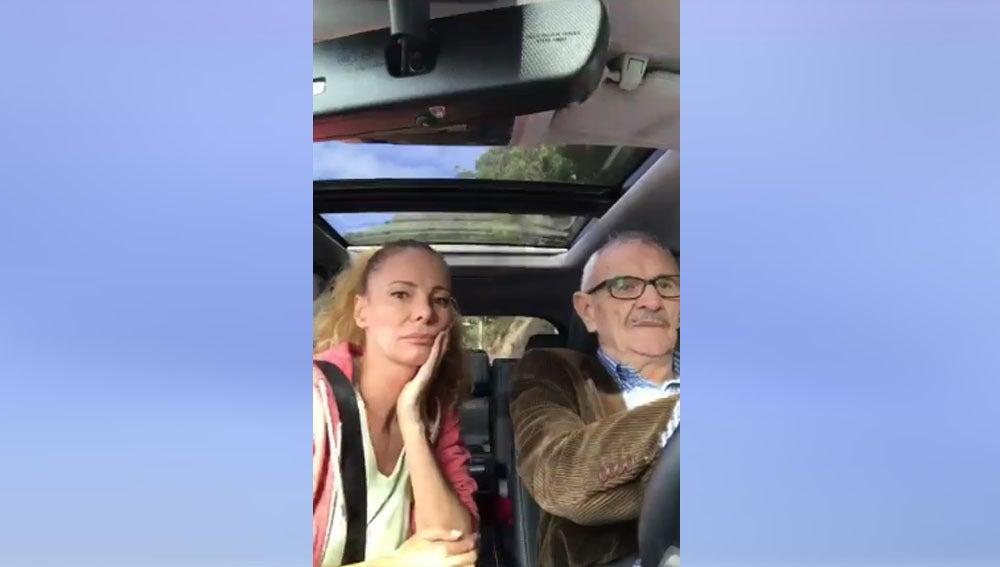 Paula Vázquez y su padre en el vídeo que ella ha subido a Twitter