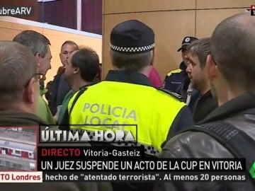 Desalojan un acto de la CUP sobre el 1-O en Vitoria tras ser suspendido por el juez