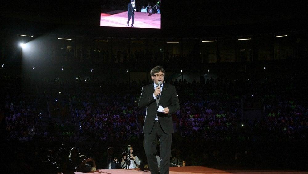 El presidente de la Generalitat, Carles Puigdemont, durante su intervención en el Tarraco Arena