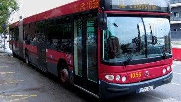 Imagen de archivo de un autobús en Sevilla
