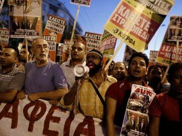 Varias concentraciones en Grecia recuerdan el asesinato de un rapero izquierdista