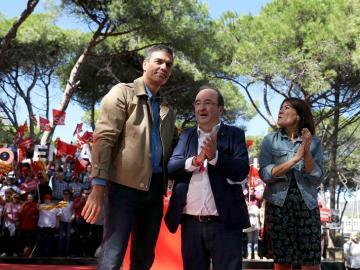 Pedro Sánchez, el primer secretario del PSC, Miquel Iceta, y la alcaldesa de Gavà, Raquel Sánchez