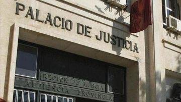 Puerta de la Audiencia Provincial de Murcia