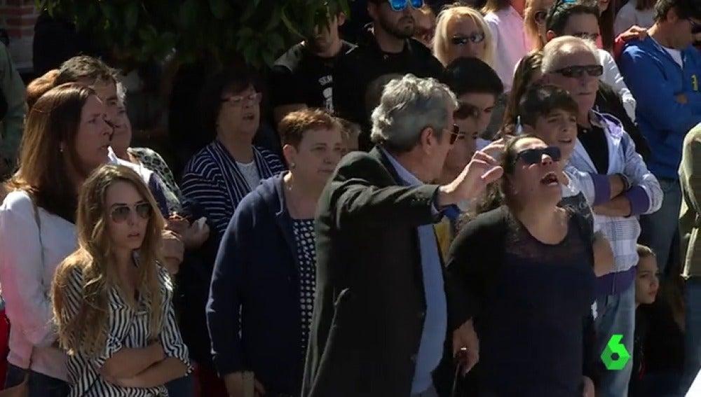 Concentración en repulsa al asesinato de un joven de 18 años en las fiestas de Guadalix