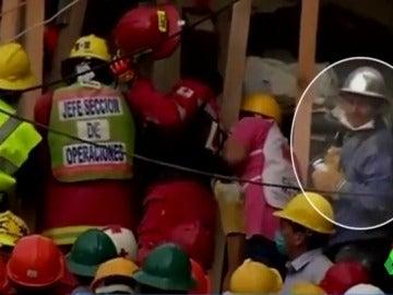 Jorge Houston, el héroe desconocido de sudadera azul que ha sido esencial en las labores de rescate de México