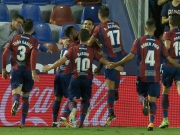 Los jugadores del Levante celebran el gol de Chema Rodríguez