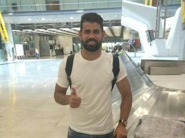 Diego Costa, a su llegada al aeropuerto