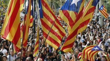 Manifestantes a favor del referéndum en Cataluña