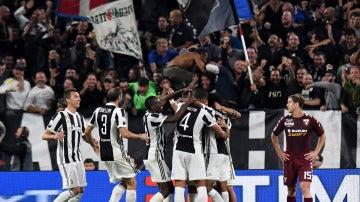 Los jugadores de la Juventus celebran uno de sus goles frente al Torino
