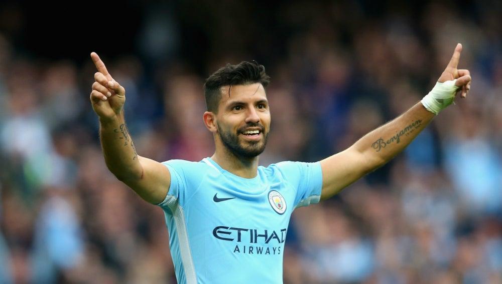 Agüero celebra un gol con el Manchester City