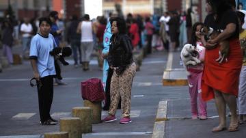 Habitantes de la capital mexicana se ponen a resguardo