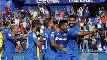 Los jugadores del Getafe celebran uno de los goles ante el Villarreal