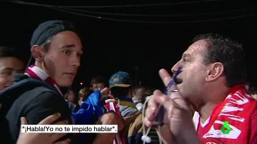 Enfrentamiento entre dos aficionados al fútbol