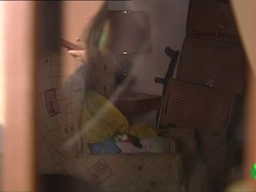 """Uno de los cuatro niños de Huelva que convivió varios días con el cadáver de su madre: """"Está dormida y muy fría"""""""