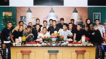 La plantilla del PSG celebra el cumpleaños de Thiago Silva