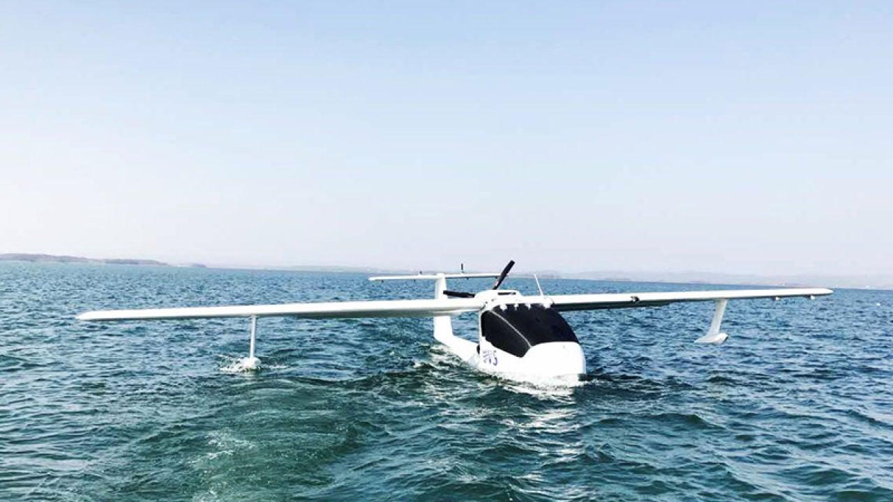 El dron anfibio dentro del agua