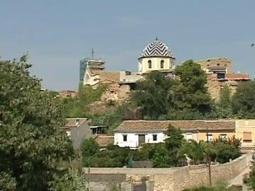 Un castillo medieval 'devorado' por el pueblo de Vilamarxant