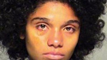 Imagen de la madre en dependencias policiales