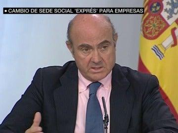 Luis de Guindos en rueda de prensa