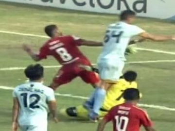 Choque en la liga de Indonesia
