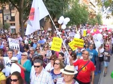 Miles de personas protestan en Granada por una mejor sanidad pública